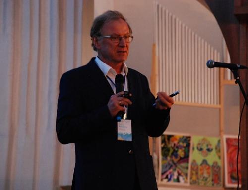 Председатель Международного консультативного совета Андрей Петухов прочитал в Кафедральном соборе открытую лекцию о синхротронном излучении